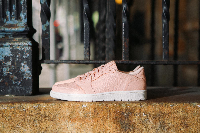 Nike-air-jordan-1-low-no-swoosh-pastelowe