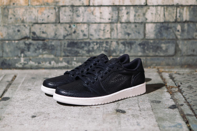 Nike-air-jordan-1-low-no-swoosh-czarne