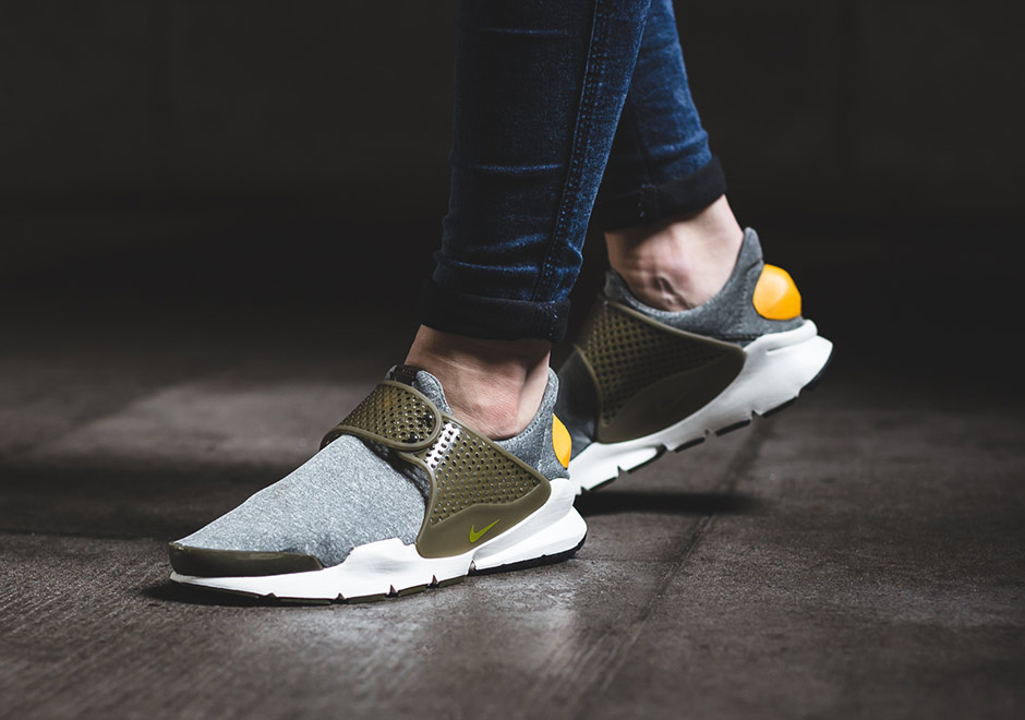 nike-wmns-sock-dart-dark-loden-gold-leaf-2